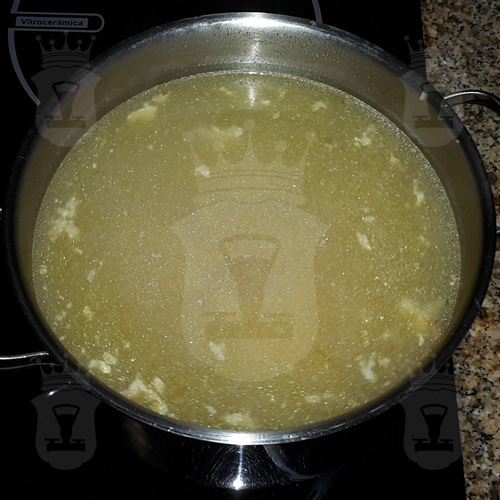 Суп со шпинатом и яйцом