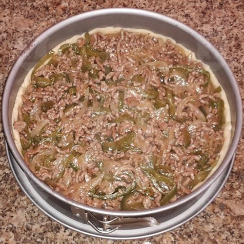 Деревенский пирог с мясом и овощами