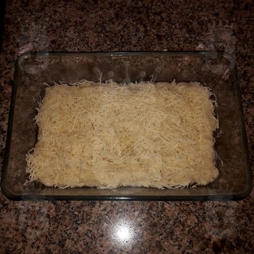 Картофельная запеканка с сосисками и сыром