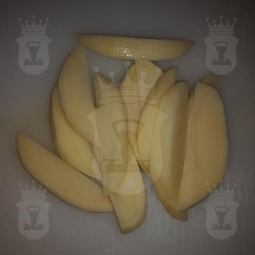 картофель порезанный дольками