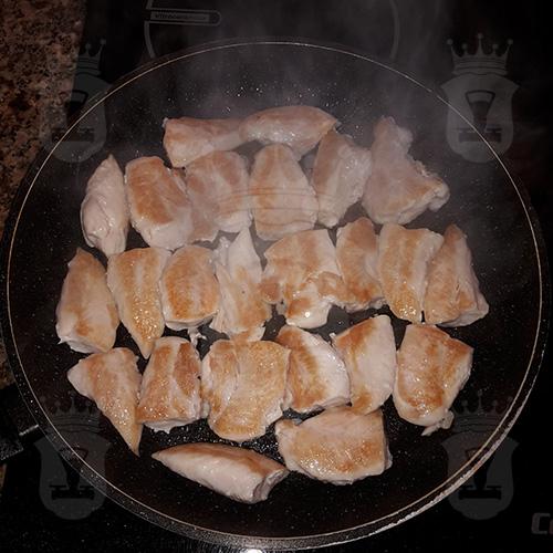 Куриное филе с чесноком и сыром