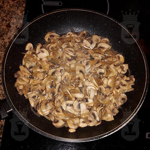 Свиные рулеты с грибами