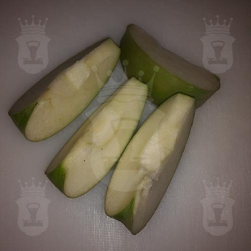 яблоко разрезанное на четыре части