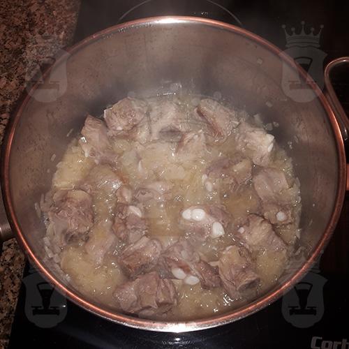 Капуста тушёная со свиными ребрышками