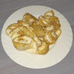 Лумакони запечённые с фаршем под сливочным соусом