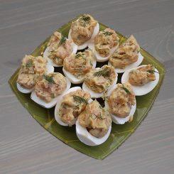 Яйца, фаршированные копчёным лососем