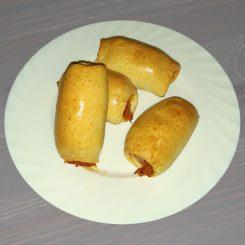 Пирожки с сосисками и тушёной капустой
