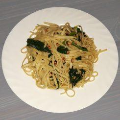 Паста со шпинатом и орехами