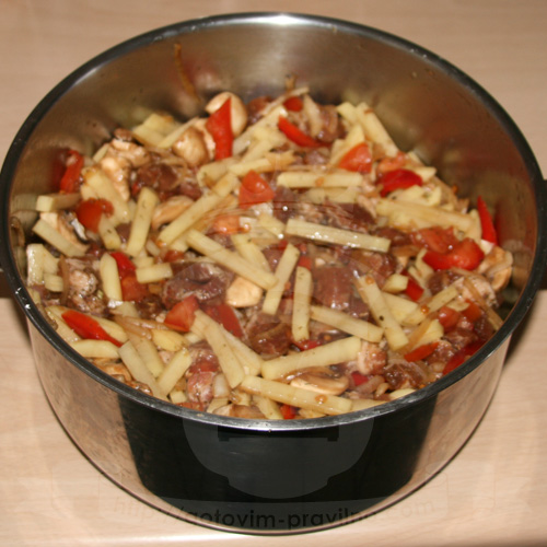 """Сочное мясо с картофелем в """"рукаве"""""""
