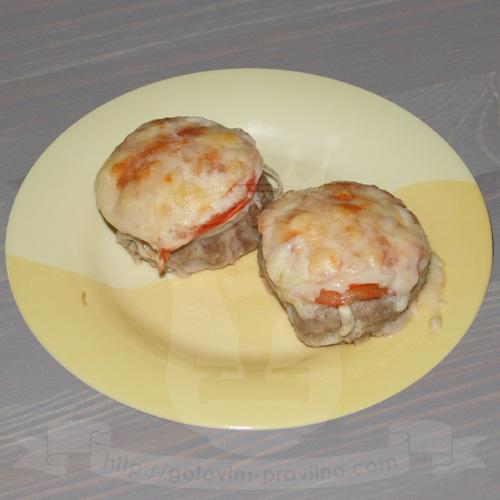 Котлеты в духовке с помидорами и сыром