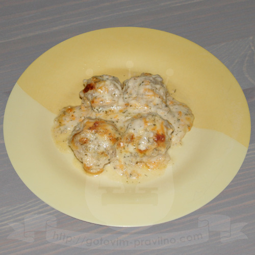 Куриные шарики под сливочно-сырным соусом