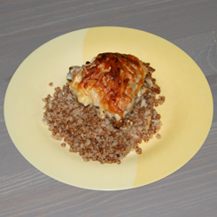 Курица, запечённая с гречкой