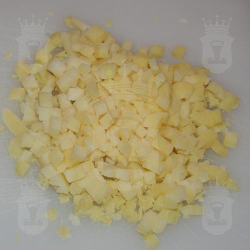варёный картофель порезанный