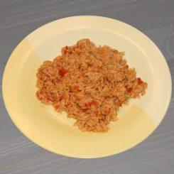 Рис в сковороде с помидорами