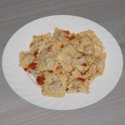 Равиоли с мясом в томатном соусе