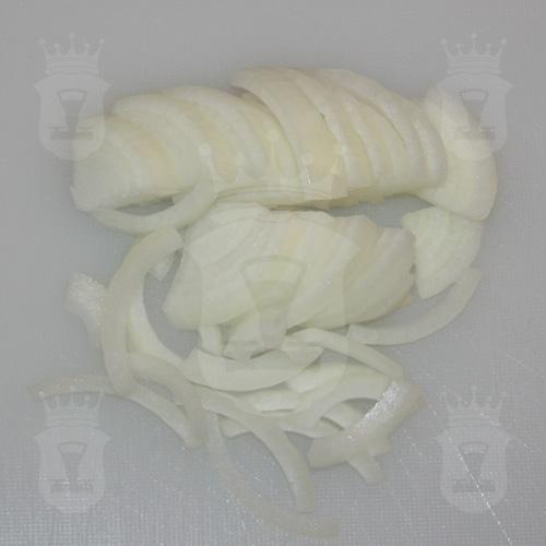 репчатый лук порезанный четверть кольцами
