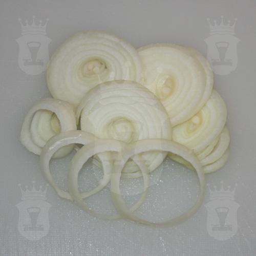 репчатый лук порезанный кольцами