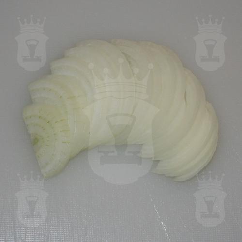 репчатый лук порезанный полукольцами