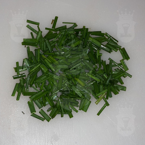 зелёный лук порезанный