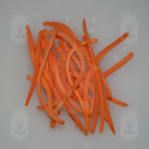 морковь тонкими брусочками - по-корейски