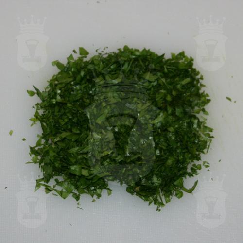 петрушка или кинза порезанная мелко